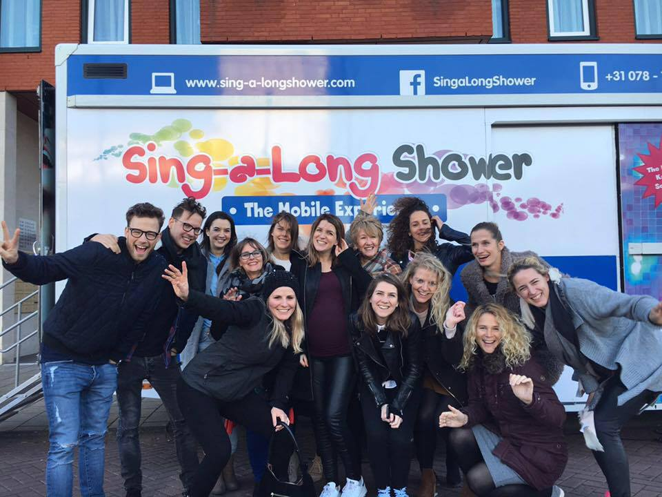 feest in de Sing-a-Long Shower