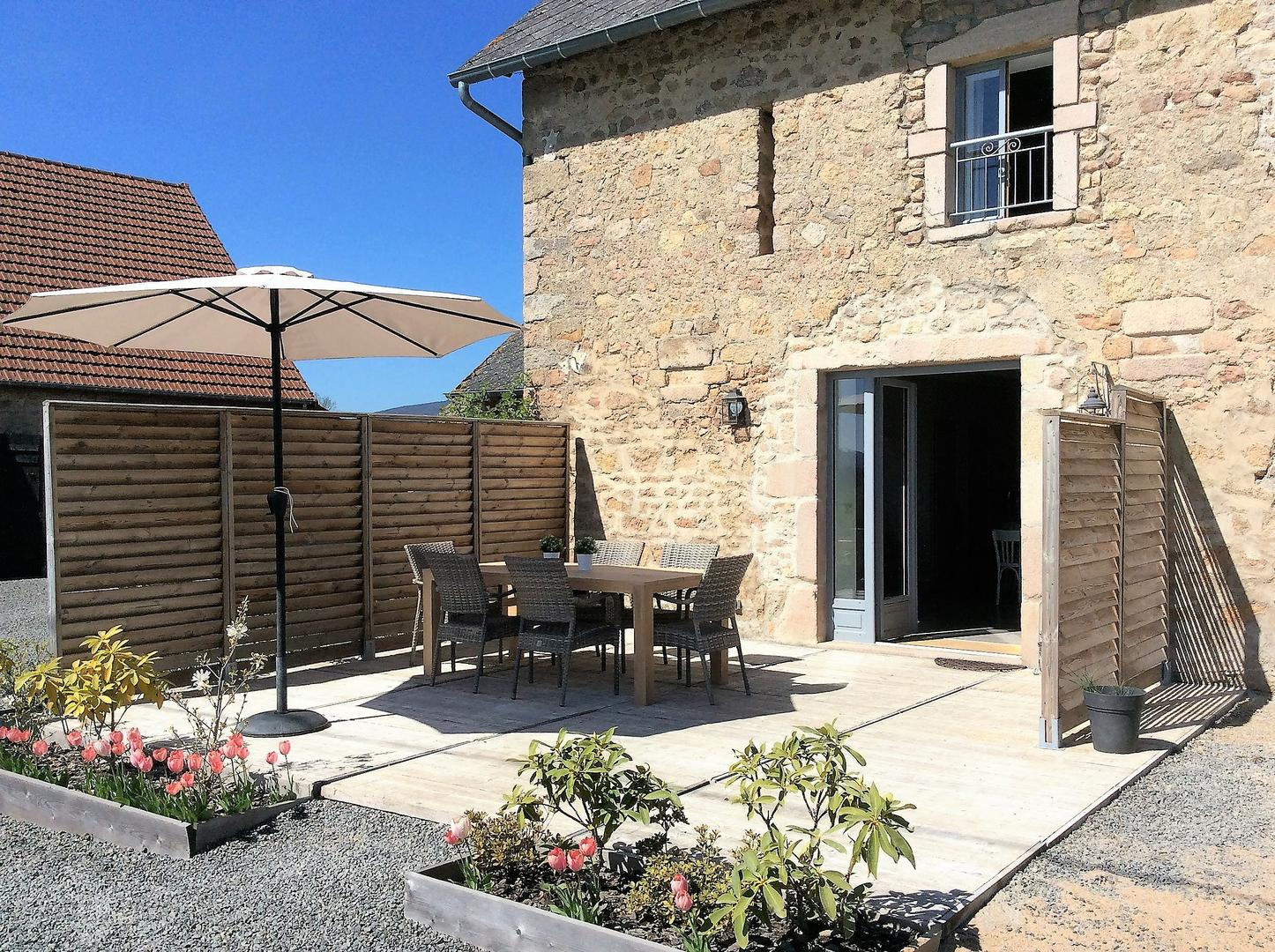 With Its 2 Hectare And Traditional Farmhouses, Gîtes Le Lait Is A Charming  And Luxury Holiday Accommodation In The Hills Of Burgundy, Offering Its  Guests A ...