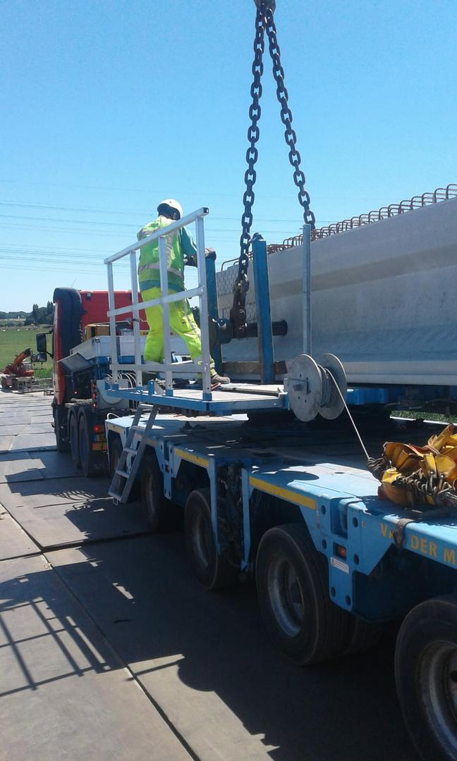 Dolly bordes - Trailer loading safety system