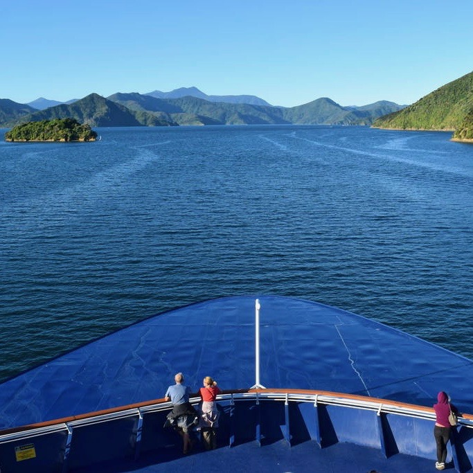 De ferry van Wellington naar Picton door de Marlboro Sounds